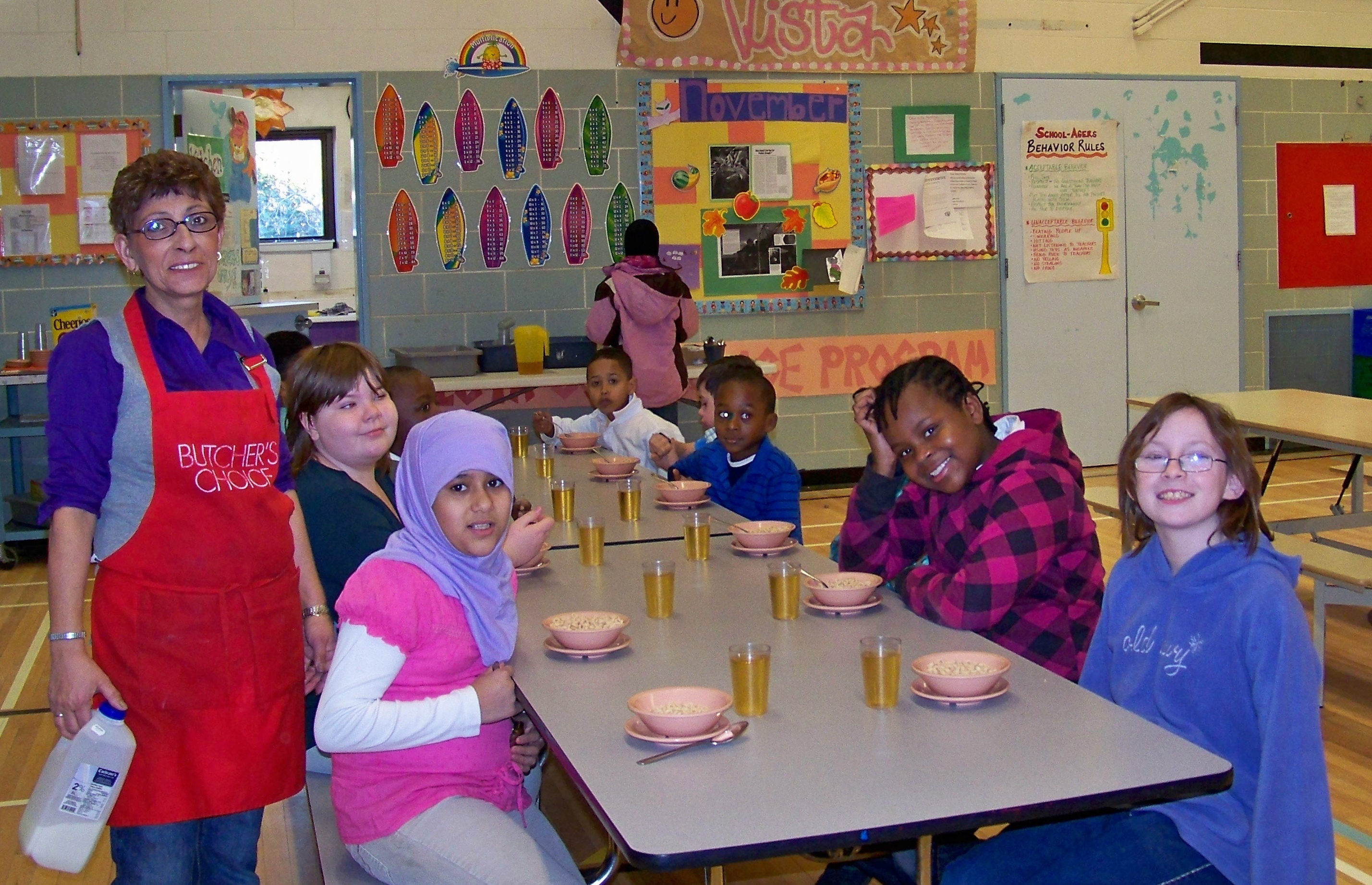 Image of students eating breakfast in school
