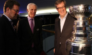 Ottawa Mayor Jim Watson admires the Stanley Cup alongside Gatineau Mayor Maxime Pedneaud-Jobin, left, and retired NHL star Mike Bossy, who won four Stanley Cups with the New York Islanders, at the Canadian Museum of History on Wednesday, March 15, 2017, for the Stanley Cup 125th Evening Celebration. (Photo by Caroline Phillips)
