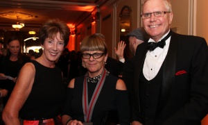 Shaughnessy Cohen Prize finalist Christie Blatchford, flanked by Maureen Boyd and former Canadian diplomat Colin Robertson at the Politics & the Pen Gala held at the Château Laurier on Wednesday, May 10, 2017. (Photo by Caroline Phillips)