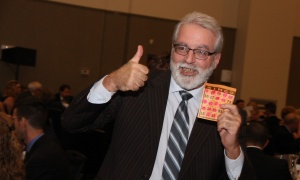 Fred Sherwin, editor and publisher of Orléans Online, gives a thumbs up after winning the prize of a brand new iPad at the Black Tie Bingo gala fundraiser, held Saturday, November 18, 2017. Photo by Caroline Phillips