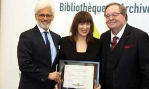 Marie-Louise Arseneault, from Radio-Canada, receives her LAC Scholars Award from Jacques Shore, left, and Guy Berthiaume at Library and Archives Canada on Tuesday, April 2, 2019. Photo by Caroline Phillips