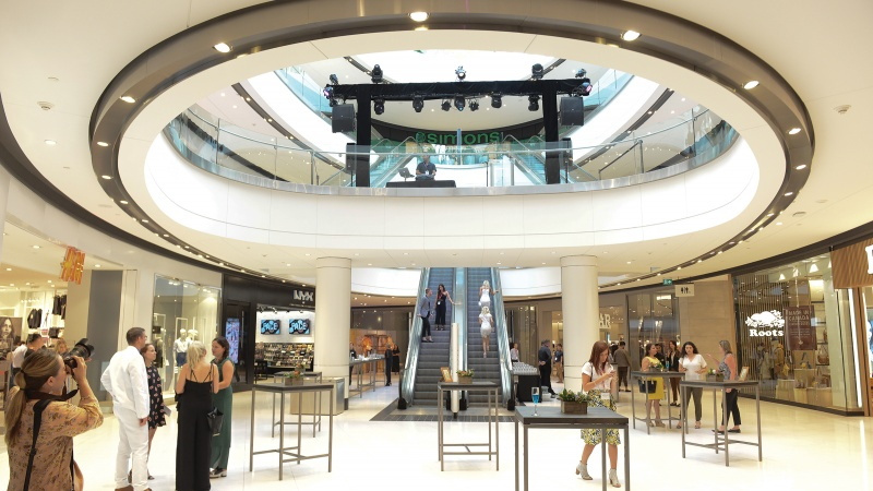One year after mall\'s expansion, Rideau at the centre of Ottawa ...